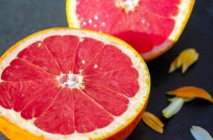 grapefruit siced in half to make fresh juice