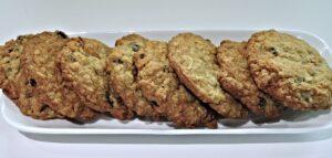 long plate of oatmeal cookies